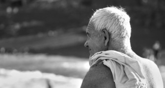 An 18-year-old offends an 81-year-old man on the beach, but the elderly man gives him a lesson he won't forget!