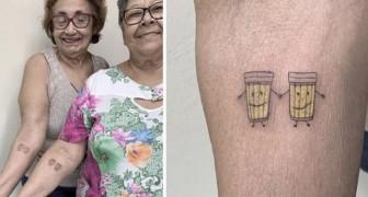 Diese beiden Frauen feierten ihre 30-jährige Freundschaft, indem sie sich zwei lächelnde Gläser Bier tätowieren ließen