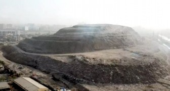 India: de Mount Everest van afval is zo hoog geworden dat deze moet worden gemeld aan passerende vliegtuigen