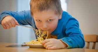 Mangiare velocemente fa davvero ingrassare? Ecco cosa dice la scienza