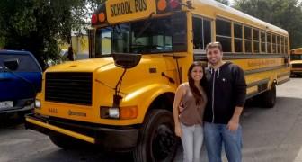 Dit echtpaar heeft van een schoolbus een mini-huis op vier wielen gemaakt: het interieur is spectaculair!