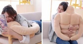 Arriva il cuscino con gli addominali perfetti: molto più scolpito di un vero fidanzato... e costa meno di un euro!