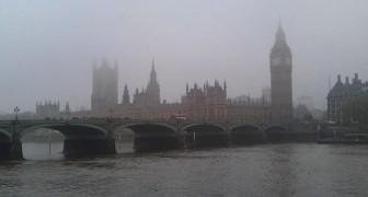 Negli anni '50 una nube record di smog ha avvolto Londra per giorni: ecco i danni che aveva provocato