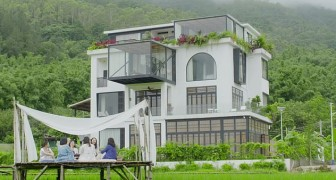 Diese 7 Freundinnen haben beschlossen, eine atemberaubende Villa zu kaufen, in der sie zusammen alt werden können