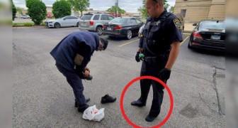 Un agente regala sus zapatos a un indigente después de haber notado que los suyos estaban totalmente destruidos