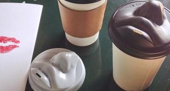 Questo coperchio umano per tazze da caffè vi fa iniziare la giornata con un dolce bacio