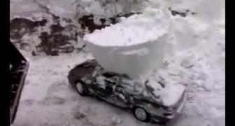 Togliere la neve dal tettino