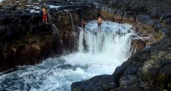 Questo posto nelle Hawaii è estremamente pericoloso: guardate cosa avviene in pochi secondi...
