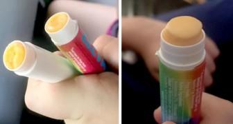 Une petite fille géniale remplace le baume à lèvres par du fromage pour le manger en cours
