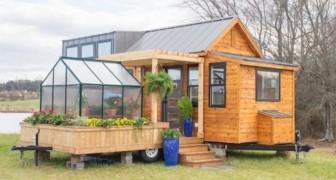Questa piccola casa mobile ha una serra incorporata e tutti i comfort di un grande appartamento