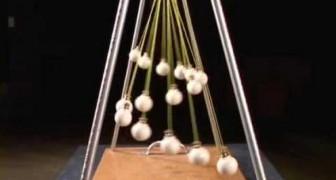 15 sphères dansent ensemble et créent de fascinantes figures optiques