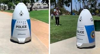 Una donna in un parco chiede aiuto: questo poliziotto robot la ignora e le intima di spostarsi