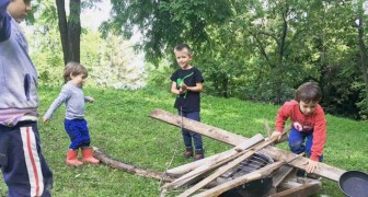 A Bologna esiste un asilo che insegna ai bambini a giocare spensierati immersi nella Natura