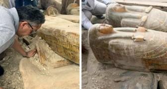 Rinvenuti in Egitto 20 sarcofagi antichi completamente conservati: la scoperta è già entrata nella Storia