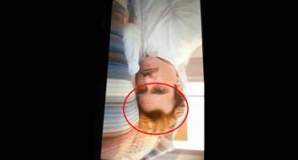 Cambiare punto di vista è divertente: la fronte di Joaquin Phoenix capovolta diventa un mostriciattolo pensieroso
