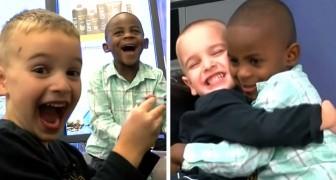 Ils se coupent les cheveux de la même façon pour se ressembler, et donne une leçon importante sur l'égalité