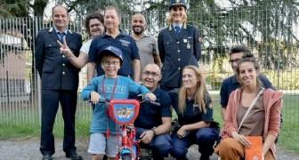 On vole le vélo de l'enfant, mais la police décide de lui en acheter un nouveau pour son anniversaire