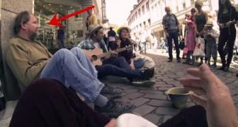 Questo senzatetto veniva ogni giorno ignorato da tutti, quando tre studenti decidono di fare qualcosa di magico