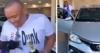 Estos jóvenes deciden de regalarle un auto a su amigo porque están cansados de acompañarlo a la casa