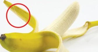 Die Fäden der Bananen sollten nicht entfernt werden: sie sind reich an Ballaststoffen und Nährstoffen
