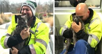 Een vrachtwagenchauffeur huilt van vreugde als hij de kat vindt die hem altijd vergezelde tijdens zijn reizen