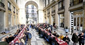 Napoli: 250 senzatetto partecipano al pranzo di Natale sotto le arcate della Galleria Umberto I