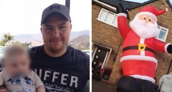 Un uomo ha comprato per sbaglio un Babbo Natale gonfiabile alto quanto la sua casa