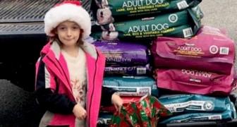 Invece dei regali, per Natale questa bimba ha ricevuto 300 kg di cibo per sfamare gli animali del rifugio