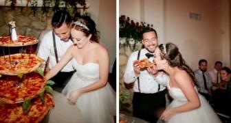 Esta pareja de novios ha decidido de ofrecer una pizza nupcial a cambio de la torta de su boda