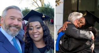 Een 43-jarige moeder studeert af nadat een onbekende haar schuld van $700 betaalt zodat ze haar studie af kan maken