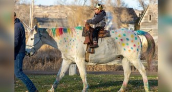Um menino de 5 anos com tumor no cérebro realizou o seu sonho de cavalgar em um unicórnio