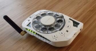 Ingegnere spaziale si costruisce un cellulare con tastiera rotante: mi dà una scusa per non rispondere ai messaggi