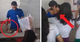 Läraren får inte betalt på flera månader och tvingas sova i skolan, hans skolklass hjälper honom genom att donera pengar