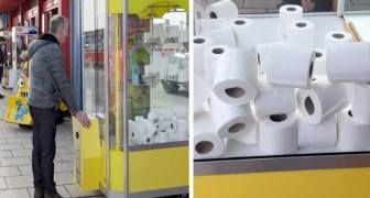 I beni di prima necessità sono diventati così ricercati che in una sala giochi è possibile vincere rotoli di carta igienica