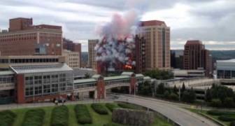 Ecco come si demolisce un edificio in grande stile!