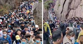 China: meer dan 20.000 mensen stonden in de rij om een park binnen te gaan dat heropend werd na de blokkade voor Covid-19