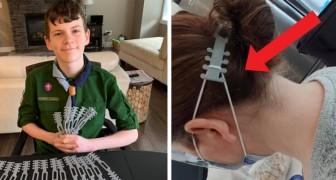 Dieser Junge druckt mit dem 3D-Drucker eine Vorrichtung, damit die Ohren von Ärzten und Pflegepersonal geschont werden