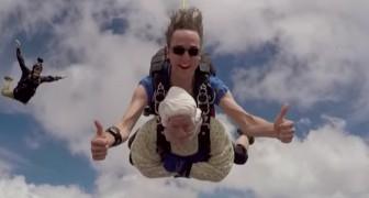 A vovó de 102 anos salta de para-quedas pela terceira vez e quebra o recorde mundial