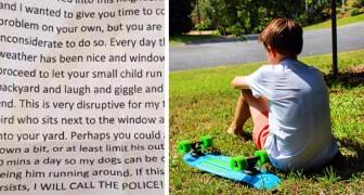 """Buren vragen een moeder om haar zoon niet in de tuin te laten spelen: hij lacht te veel en de honden hebben last van hem"""""""