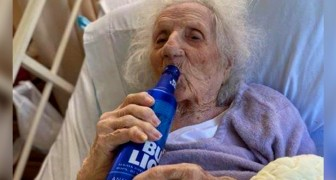 Uma avó de 103 anos de idade se cura de Covid-19 e comemora com uma cerveja gelada