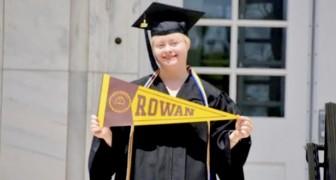 Una studentessa diventa la prima ragazza Down della sua università a laurearsi con il massimo dei voti