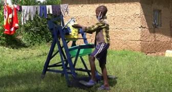 Un bimbo di 9 anni inventa una macchina per lavarsi le mani senza toccare il rubinetto e limitare il Covid-19