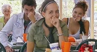 Diese Leute setzen sich um Essen hin, aber irgendetwas seltsames passiert vor ihnen