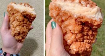 Una ragazza acquista un cristallo raro che assomiglia ad un'ala di pollo fritto