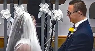 Una pareja con síndrome de Down se casa luego de meses de espera: en la boda participan miles de personas