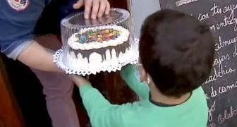 Un ristoratore prepara torte gratis per i bambini che non possono festeggiare il loro compleanno