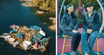 This couple live in a floating house they built with their own hands almost 30 years ago