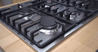 Il metodo fai-da-te semplice ed economico per pulire i fornelli e farli tornare come nuovi