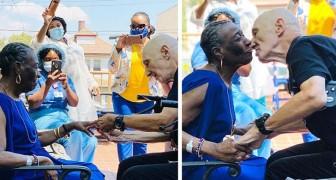 Son fiancé la demande en mariage à 71 ans : l'histoire parfaite pour ceux qui ont peur d'être célibataires à vie