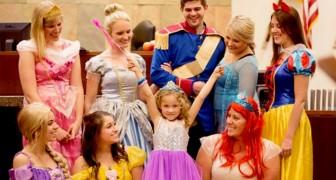 Uma menina de 5 anos é adotada: o juiz e o inteiro tribunal se vestem de princesas da Disney durante a audiência